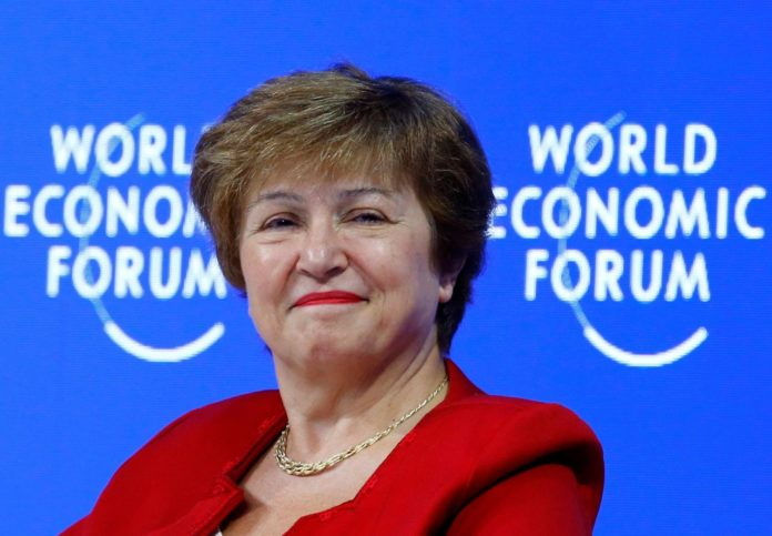 """El FMI dijo que la deuda """"no es sostenible"""" y pidió """"quita considerable"""" a privados"""