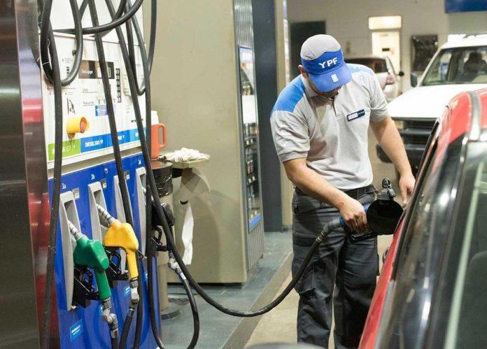Estacioneros de servicio reclaman por el precio de la nafta.