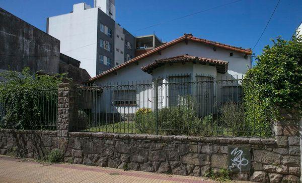 La Plata: rompieron a patadas la puerta y robaron $ 2,5 millones.