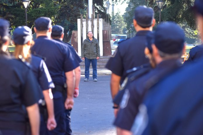 La arenga de Berni a las policías que tienen que seguir trabajando pese al aislamiento