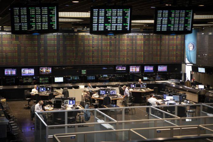 El riesgo país marcó otro récord, pero subió el Merval y el dólar se mantuvo