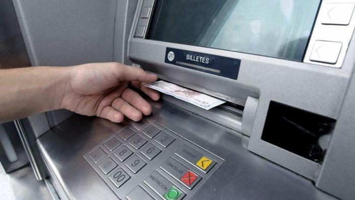 Suspenden límites de extracción y cobro de cargos para cajeros automáticos