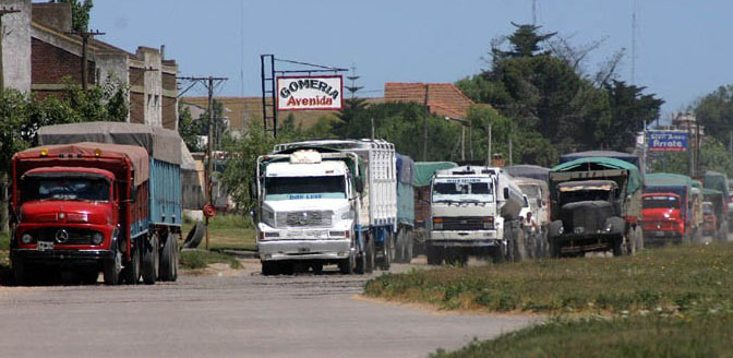 """Tras quejas de transportistas por bloqueos, lanzan """"salvoconducto"""" para servicios excluidos"""