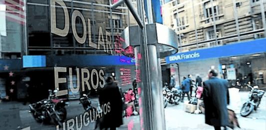 Alivio: subió la bolsa y cayó el dólar, pero el riesgo país sigue encima de los 4.000