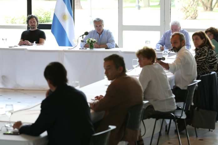 Fernández se reunió con expertos y le recomendaron prorrogar la cuarentena
