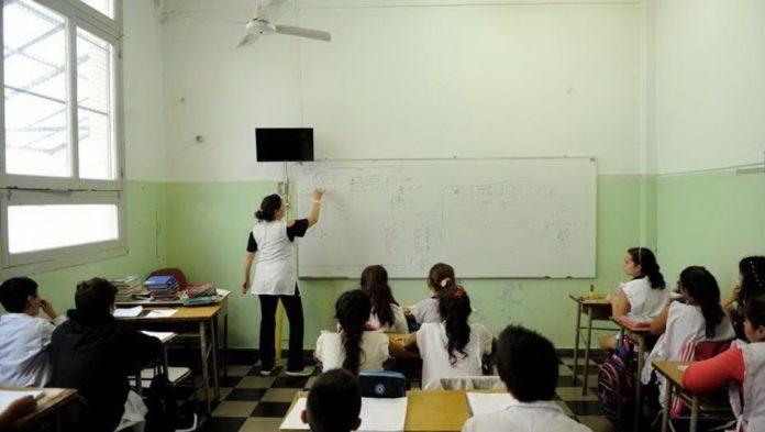"""Coronavirus: para opositores es """"contradictorio"""" prohibir espectáculos pero continuar con las clases"""