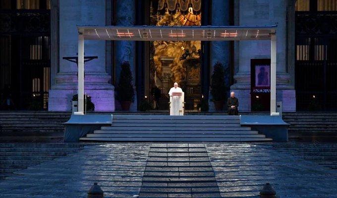 El mensaje del Papa Francisco ante una plaza San Pedro desolada