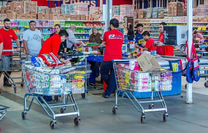 Las ventas en supermercados cayeron 1,6% en enero: fuerte aumento de tarjetas de crédito