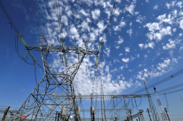 Por el freno de la industria y el comercio cayó un 11,2% la demanda de electricidad
