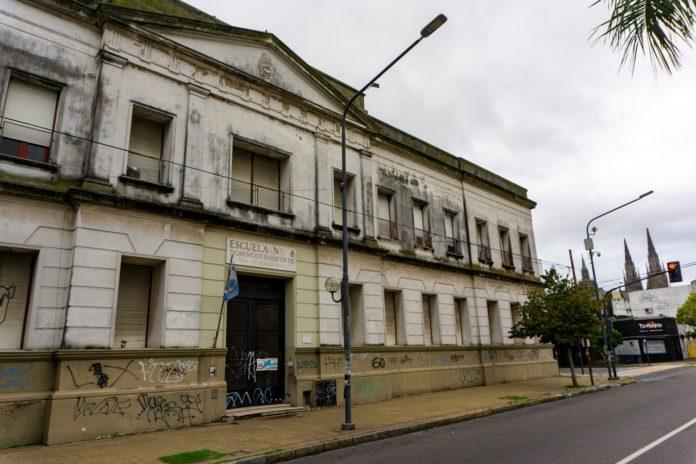 Las escuelas permanecen cerradas por la pandemia de Covid-19.