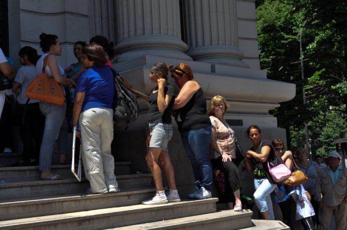 Los bancos abren desde el viernes para el pago de jubilados y AUH