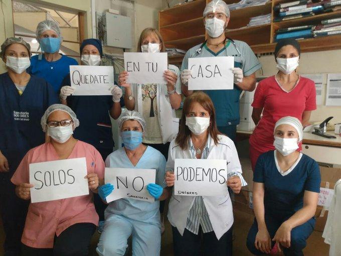 En todo el país aplaudieron a los trabajadores de la salud que combaten el virus