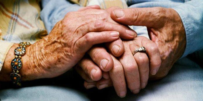 manos ancianos
