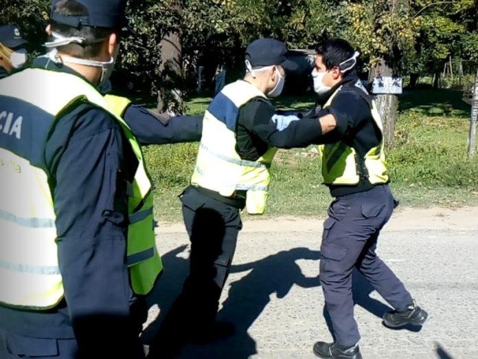 La pelea entre el Policía y el agente de tránsito