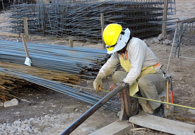 Techint confirmó el despido de 1450 empleados de la construcción