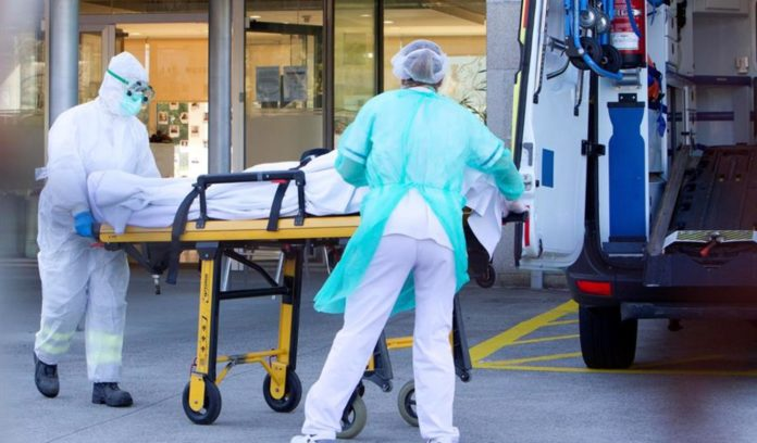 Cae el optimismo en España por repunte de muertes y contagios. (EFE)