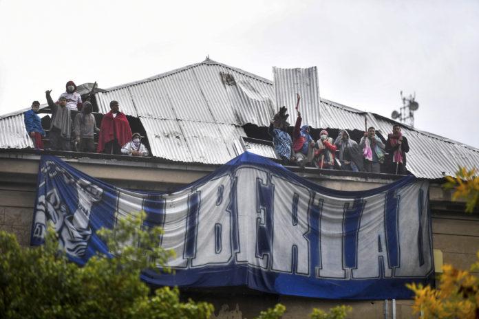 La protesta de ayer en el penal de Villa Devoto. (Télam)