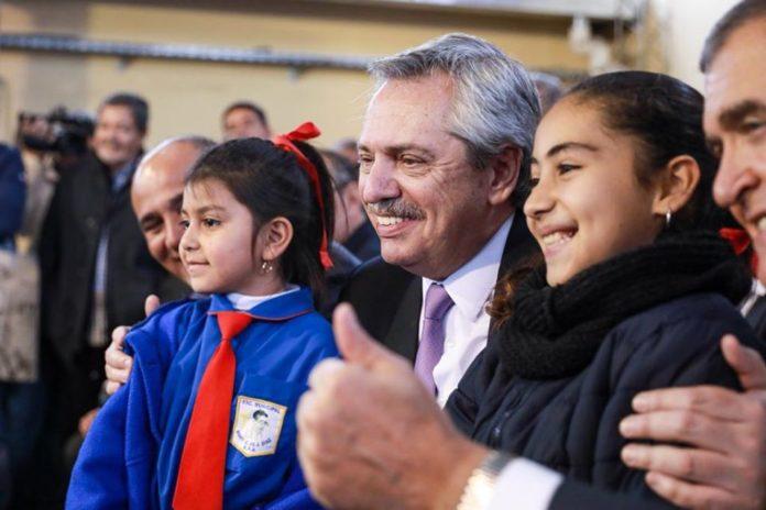El presidente Alberto Fernández felicitó a un joven dibujante por un retrato suyo