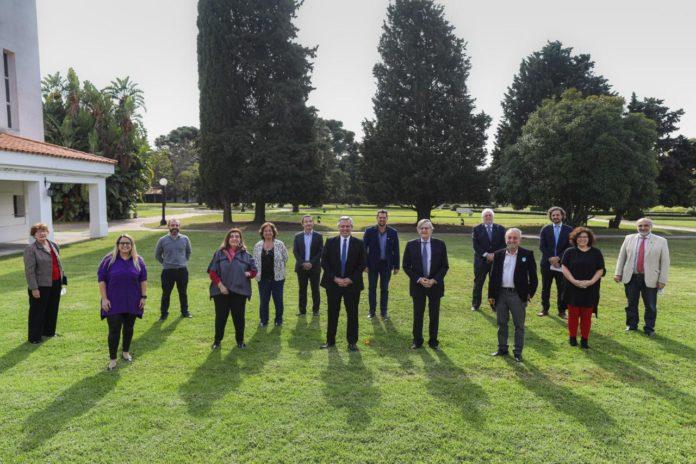 Fernández recibió al comité de asesores y define la prolongación de la cuarentena