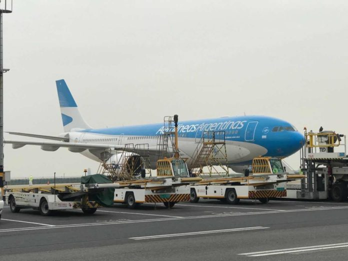 El avión con el cargamento de insumos chinos ya está en vuelo de regreso