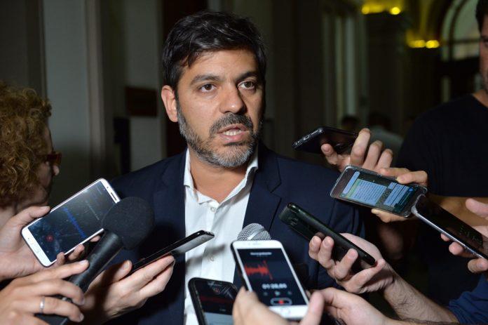"""El Jefe de Gabinete de Kicillof aseguró que recorte a la política """"no soluciona nada"""""""