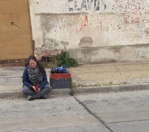 Vendía pan casero a domicilio y le secuestraron la moto: su foto llorando se volvió viral