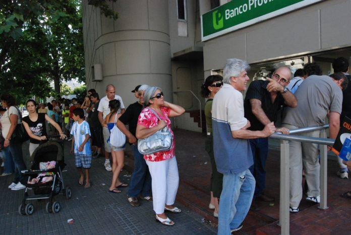 Abren los bancos: ¿quiénes podría ir y qué trámites se realizarán?