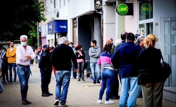 Advierten que muchas personas sacaron turnos en el banco solo para burlar la cuarentena
