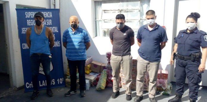 Empleados de proveedora de comedores escolares revendían la mercadería: cuatro detenidos