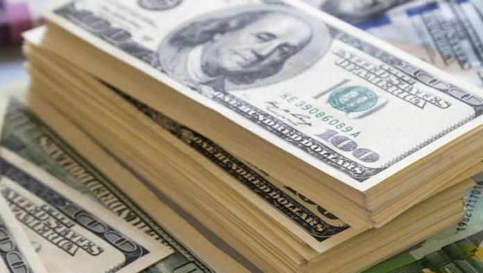 """El dólar """"blue"""" sigue trepando: cerró a $110"""