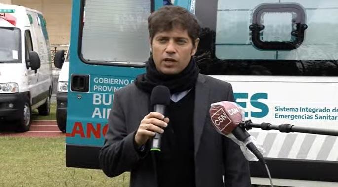 Kicillof presenta las ambulancias en Ensenada.