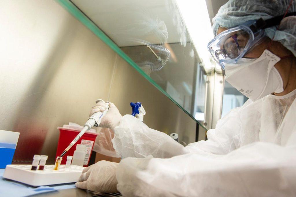Malbrán: lograron secuenciar el genoma del SARS-CoV-2 en pacientes argentinos