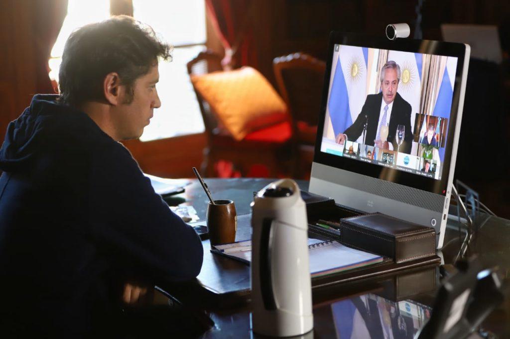 Kicillof siguió los anuncios de deuda por internet