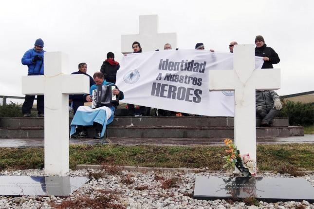 Alberto Fernández homenajeó a los caídos en Malvinas,