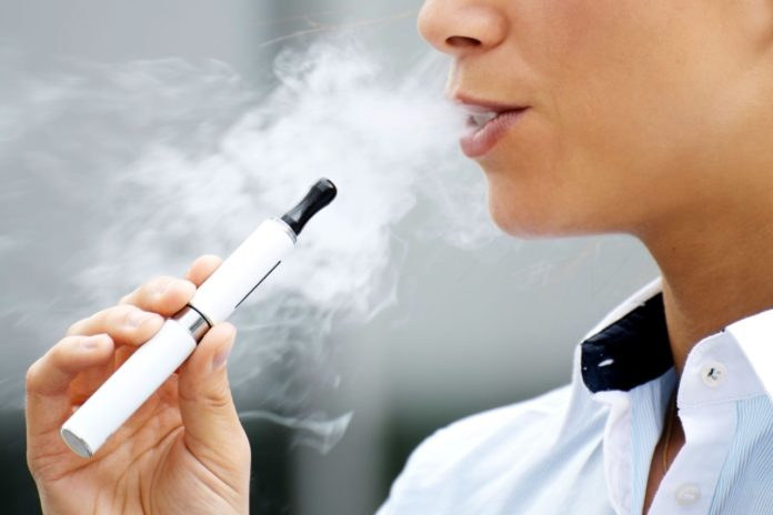 Cigarrillos electrónicos y tabaco aumentan el riesgo de vida por Covid-19