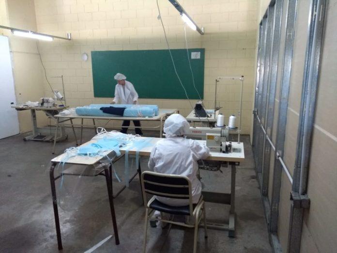 En las Unidades 7 y 52 de Azul se elaboran 170 barbijos por día.