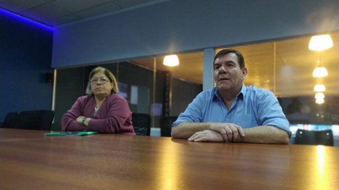 La secretaria de Salud de General Pueyrredon, Viviana Bernabei, junto al intendente Guillermo Montenegro.