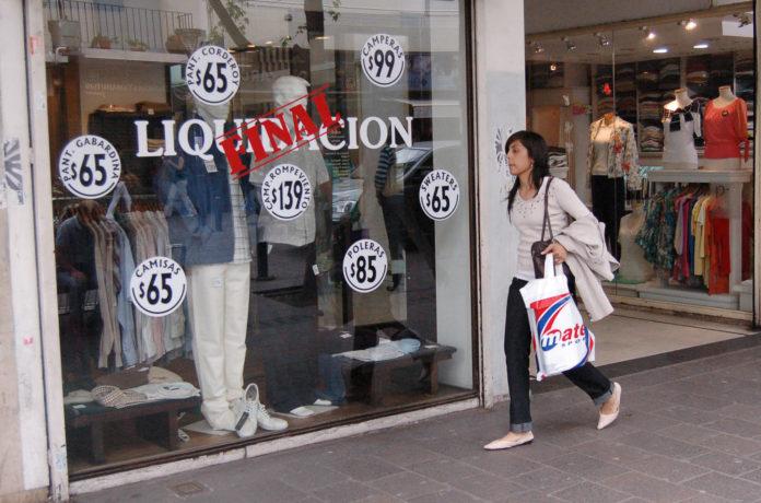 Comercios de ropa, mueblerías y peluquerías: la economía vuelve a moverse en el interior