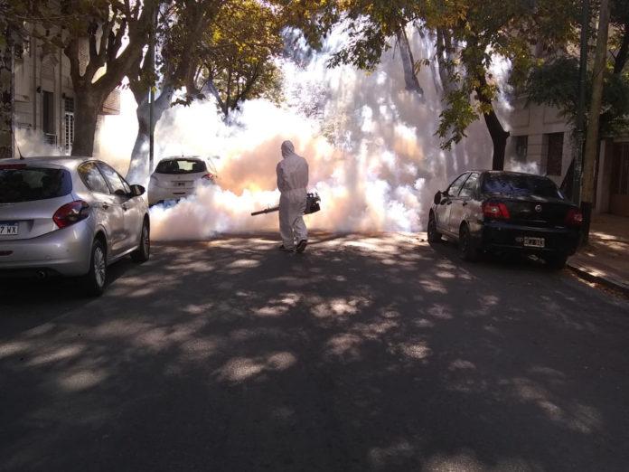 Fumigación en el centro de La Plata