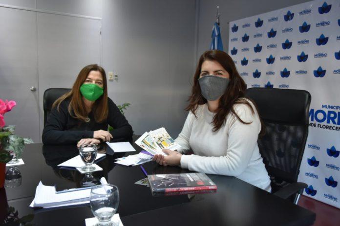 La ministra Estela Díaz con Mariel Fernández, jefa comunal de Moreno. (MMPGyDS)