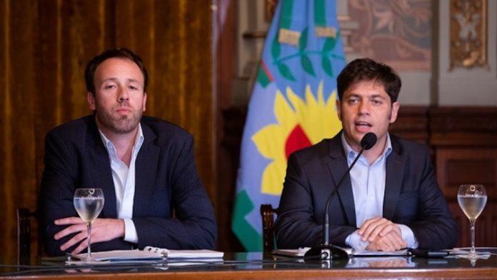 El gobernador Axel Kicillof junto al ministro de Hacienda y Finanzas, Pablo López