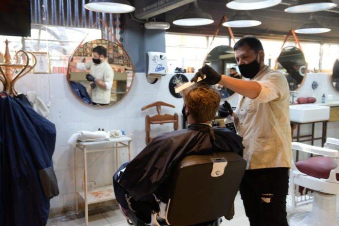 El AMBA reabre este lunes nuevas actividades y vuelven las peluquerías