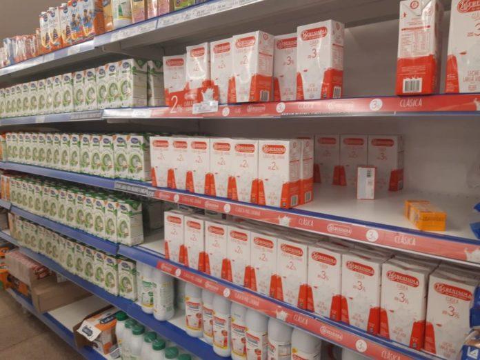 El Gobierno propuso cobrar el 10,5% del IVA a la leche, hasta ahora exenta
