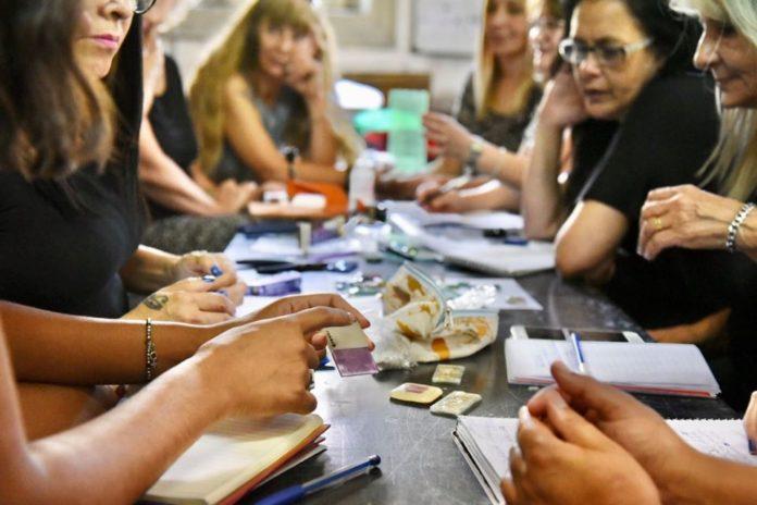 Las mujeres ganan 20% menos que los hombres en la Argentina