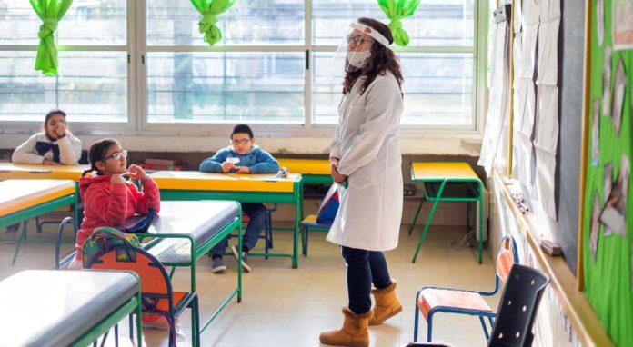 El gobierno trabaja en la vuelta a las aulas en el interior bonaerense en agosto