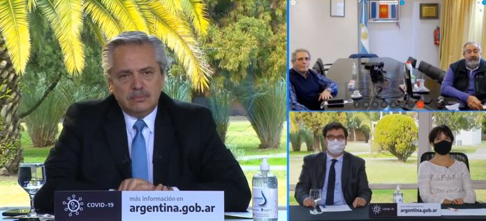 Fernández y Daer (extremo derecho) durante la videoconferencia. (Captura de video)
