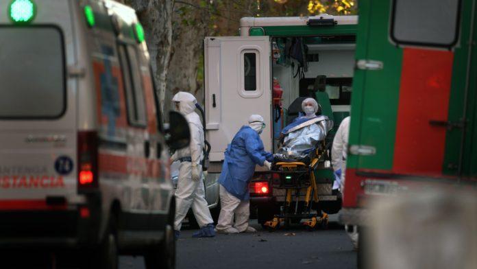 Ayer hubo 40 muertes causadas por la Vovid-19. (Télam)