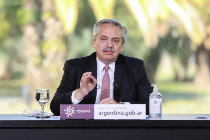 Fernández anuncia la nueva fase solo y con mensaje federal
