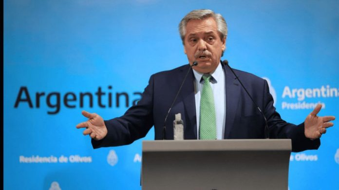 Fernández admitió que estudia limitar aún más el acceso al dólar ahorro
