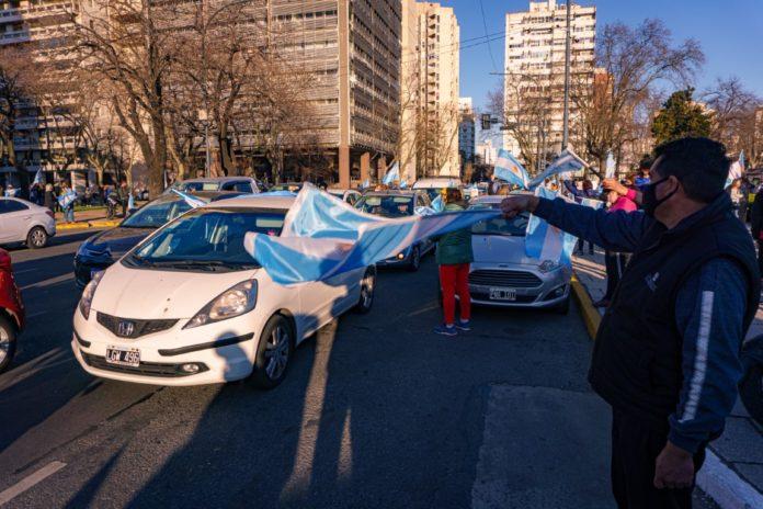 Manifestantes ayer en la ciudad de La Plata. (DIB)